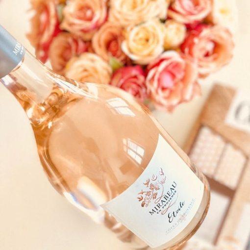 Cumpleaños flor y vino blanco